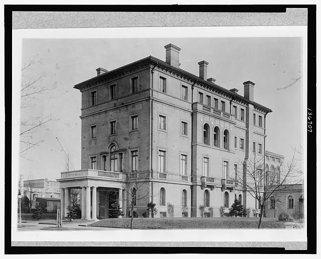 The Embassy of Mexico in 1925.