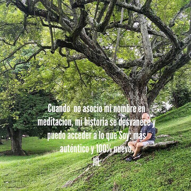 Cuando  no asocio mi nombre en meditación , mi historia se desvanece y puedo acceder a lo que Soy: más auténtico y 100% nuevo.#intuition #intuición #stilness #paz #abundance #meditation