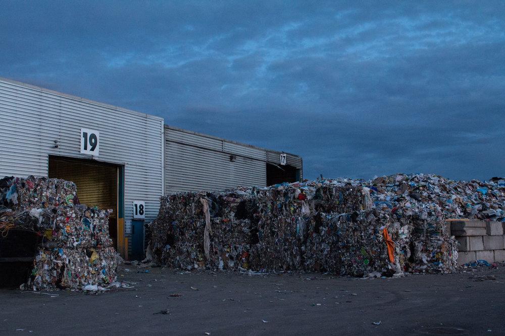 Ça déborde au    Centre de tri et de récupération des matières recyclables du Complexe environnemental de Saint-Michel (CESM). Quand réduirons nous nos rejets?