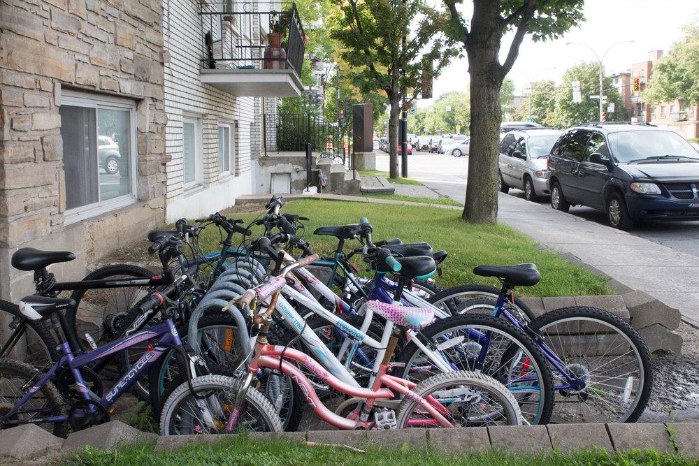 Les vélos des locataires d'un multiplex, Henri-Bourassa Est et Papineau
