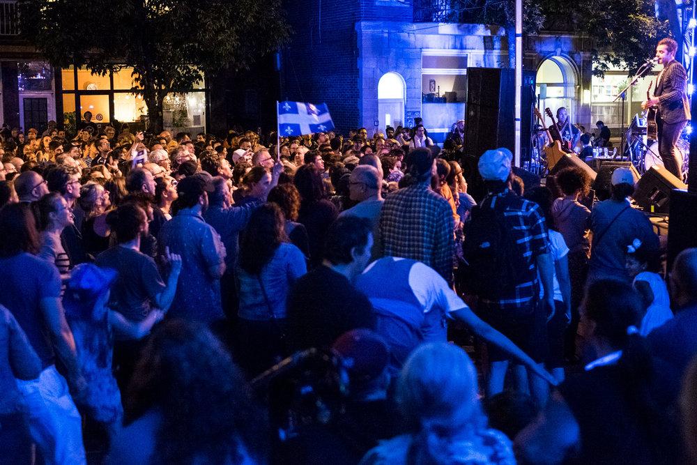 Le clou de la f^te de quartier de la St-Jean 2017, rue de Castelnau. Le spectacle de Dumas.