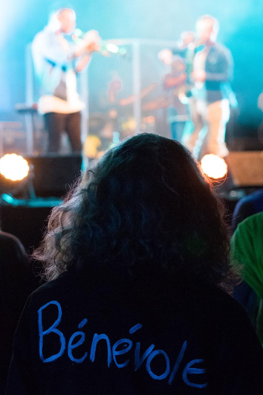 2 septembre. Une bénévole profite elle aussi du spectacle lors de la première édition d'Artival.