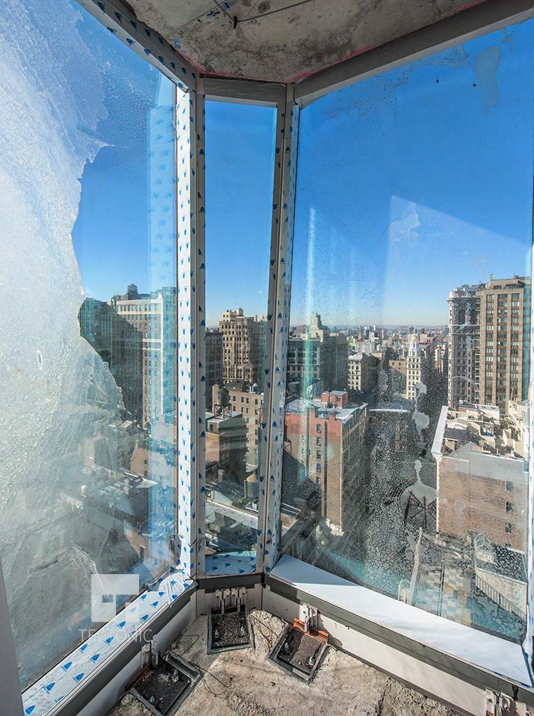 Southwestern corner chamfer on the 20th floor