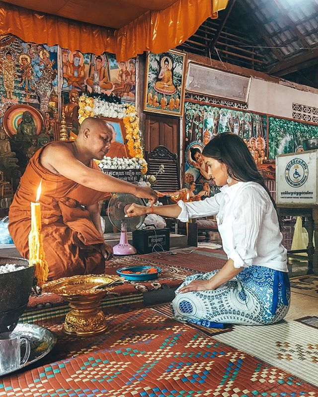 How do we experience and participate in a different culture, in a way that avoids cultural appropriation and unethical traveling? I wrote a whole B L O G post with tips on how to be respectful to other cultures when traveling. Are you an ethical traveler? *Link in bio* ✨ While visiting Angkor Wat, our local driver Malai, invited us to this local temple to receive a blessing from a monk. Without judgement of the fact that I was not Cambodian and not Buddhist, the monk proceeded to treat me and give me the same respect and care as he did Malai, a local and a Buddhist. As he tied the red string around my wrist, he recited a blessing over me for safe travels. I am forever grateful I was invited to participate in their culture without judgement, and the red string around my wrist will forever be a symbol of the unconditional love I received. ✨ I believe part of the beauty in experiencing other cultures is that we get to experience something that is not ours, whether it's perspectives, religions, ceremonies or norms. When we can invite others to share in our culture with open hearts and open minds we leave plenty of room for love and tolerance. ❤️ ⠀ ⠀