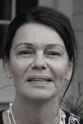 Riitta Iivonen Hahmoterapeutti, THM Psykoterapeutti, Kela-pätevyys Palvelut: Yksilö- ja ryhmäterapia Työnohjaus ja työhyvinvointi Koulutus ja konsultointi Aikuisten voimaantumisryhmät lue lisää