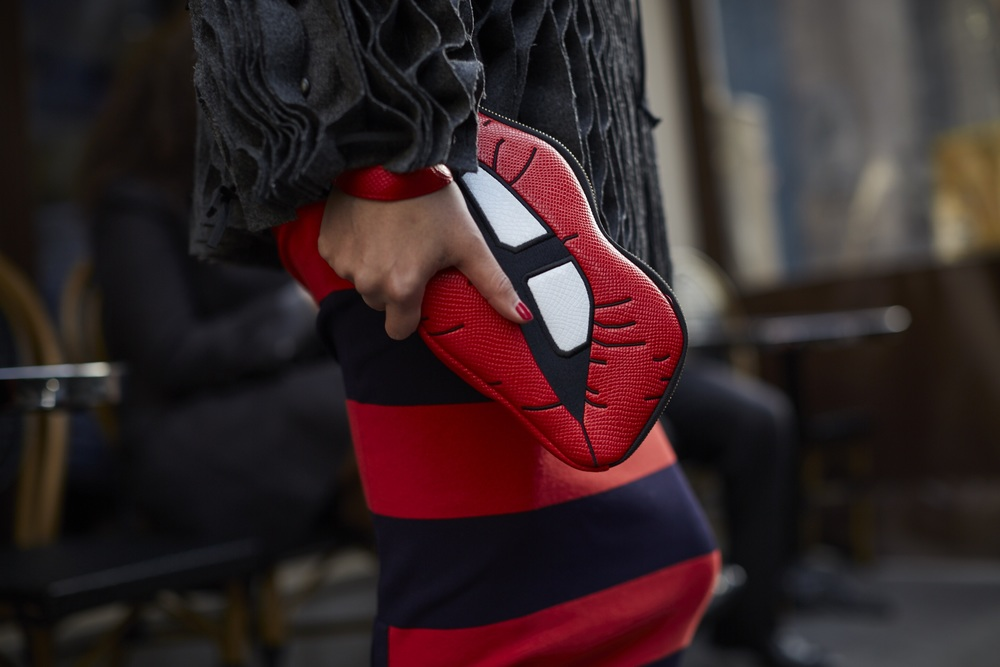 When your lips do the talking !  Haute Couture Paris - Street style - photo Muffdal Abbas