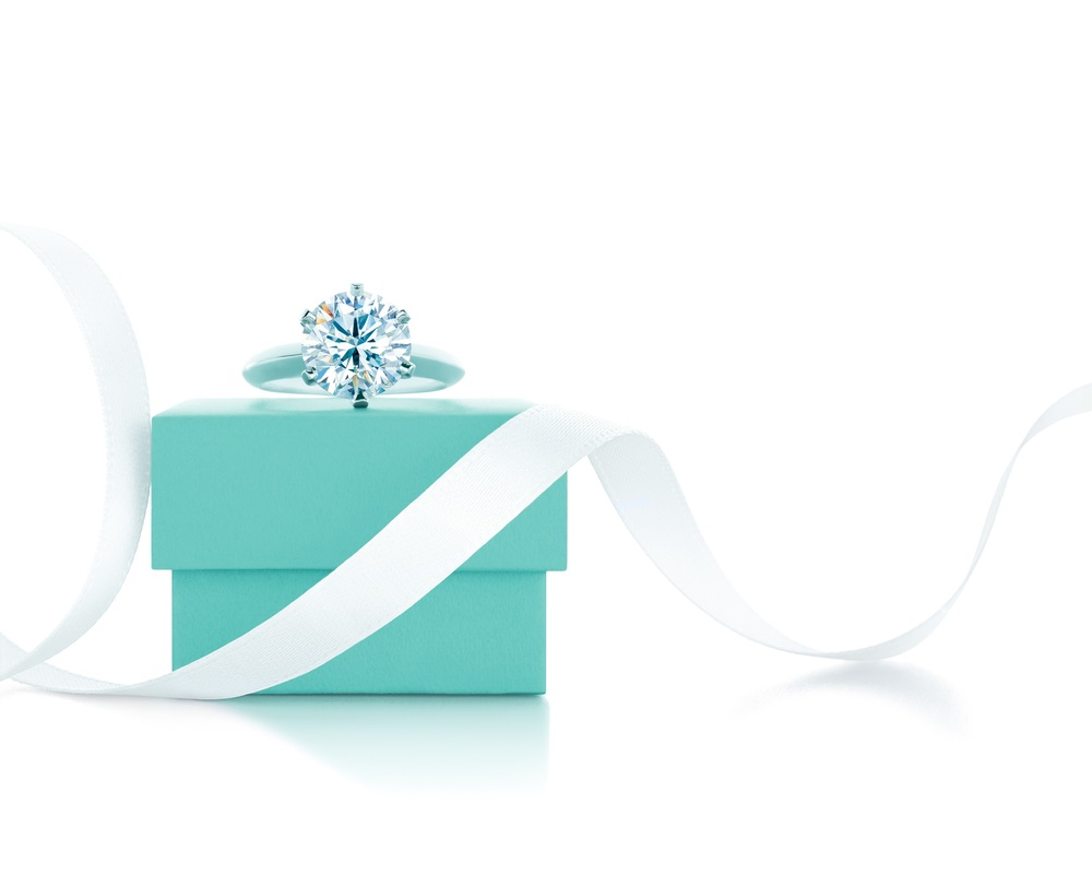 Tiffany - iconic blue box and diamond ring