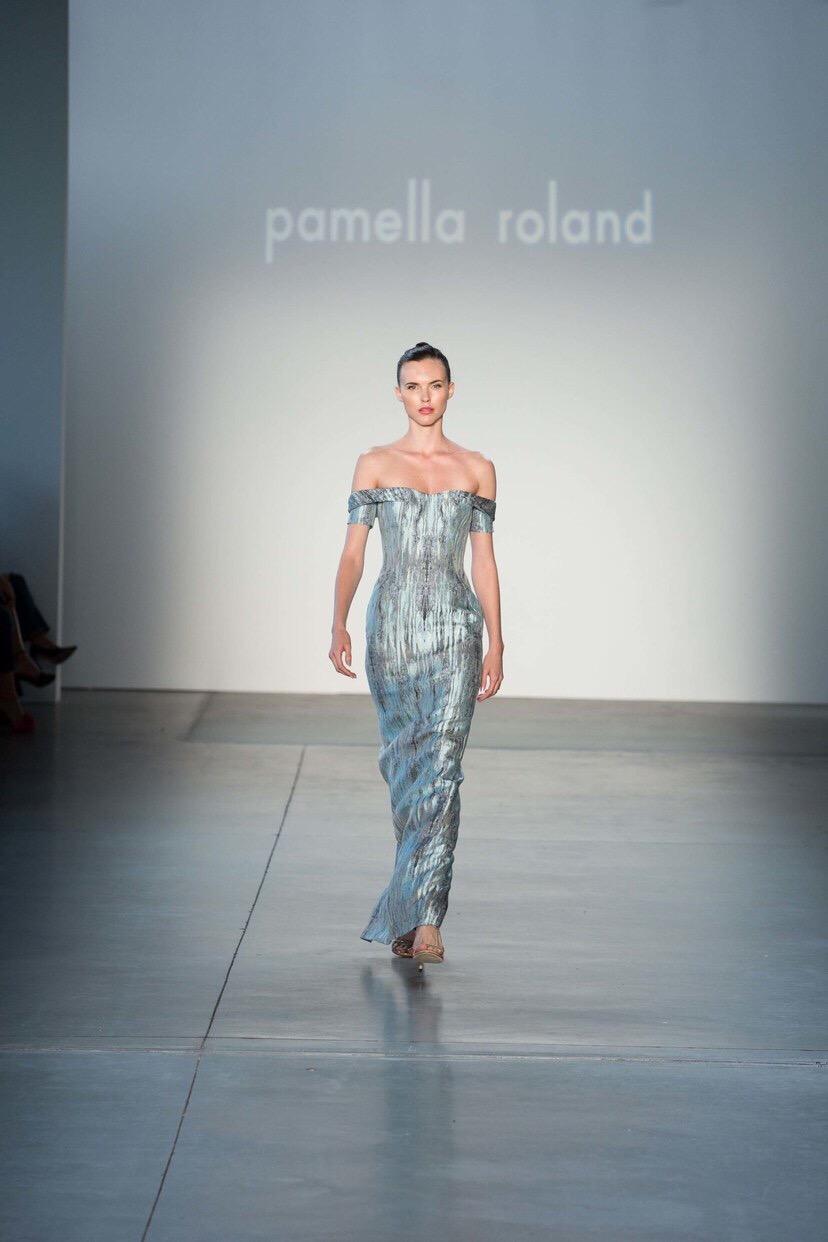 Shimmering bare shoulders - Pamella Roland