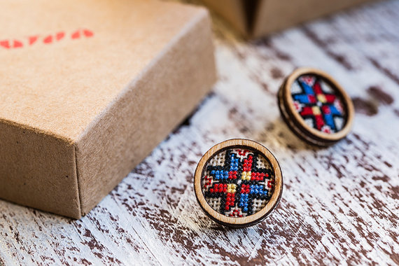 Handmade embroidered earrings based on traditional Bulgarian motifs from  Kitna