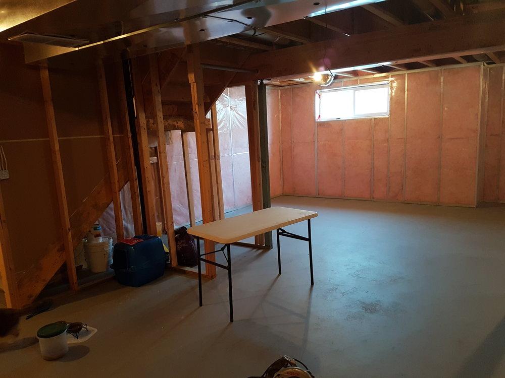 03/25 - Living room angle 1
