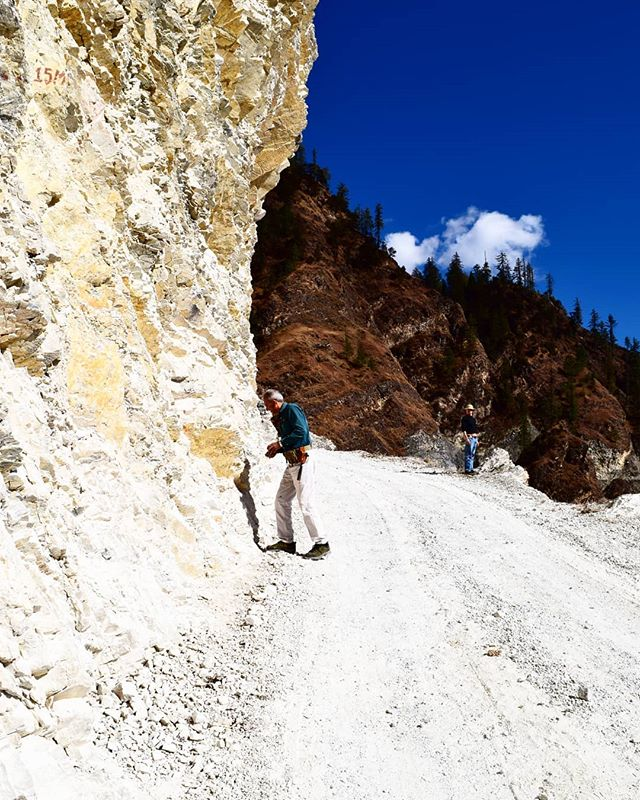 Roadside #geology in #Nepal