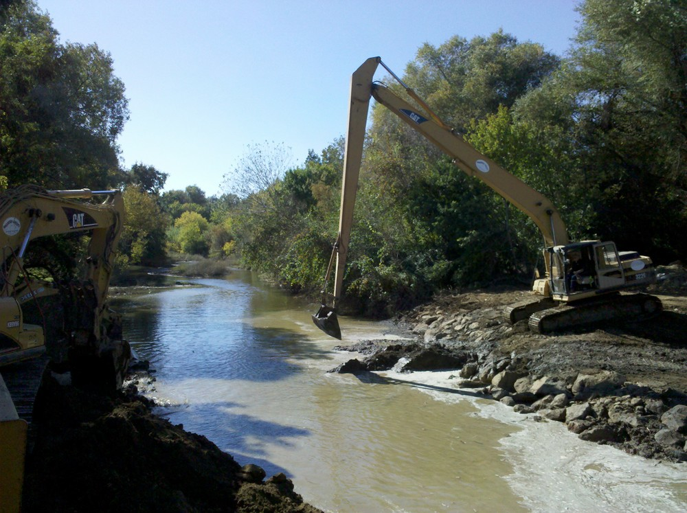 Removal of cofferdam and final grading at upstream limit of project