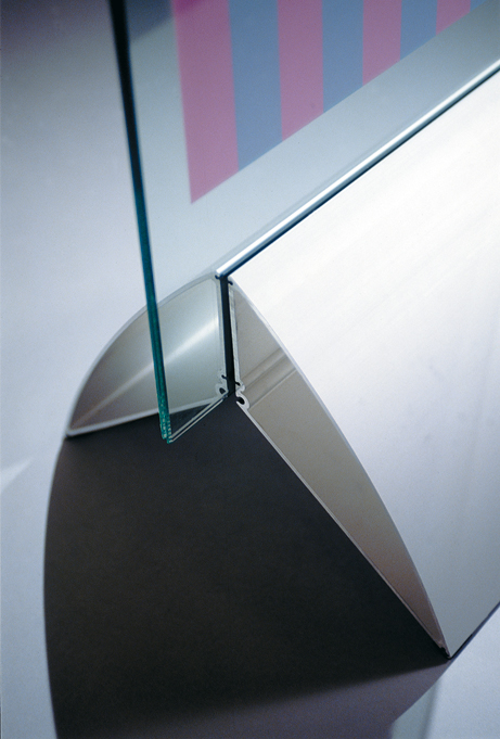 freestanding display system for posters