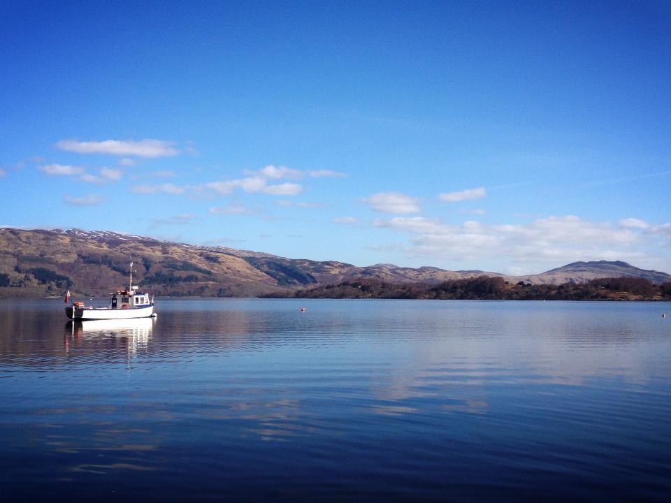 boat-on-loch-lomond