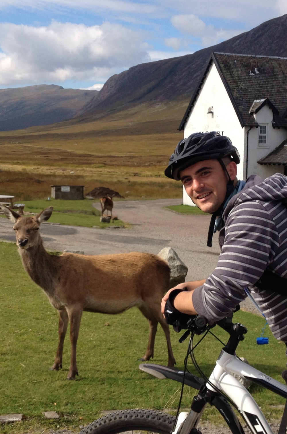 experience-scotland's-wild's-john-with-red-deer
