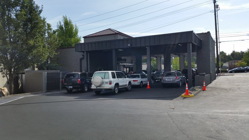 Fast Lane Oil Change Tigard Docking Bay.jpg