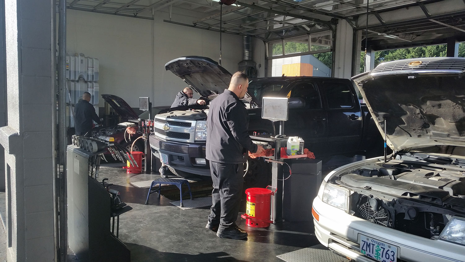 $24.99 5-Quart Oil Change Tigard OR | Fast Lane