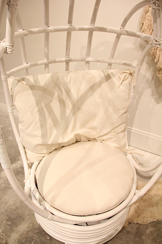 Egg Hanging/Swivel Rattan Chair   White