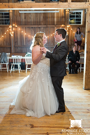bride and groom first dance wedding wisconsin