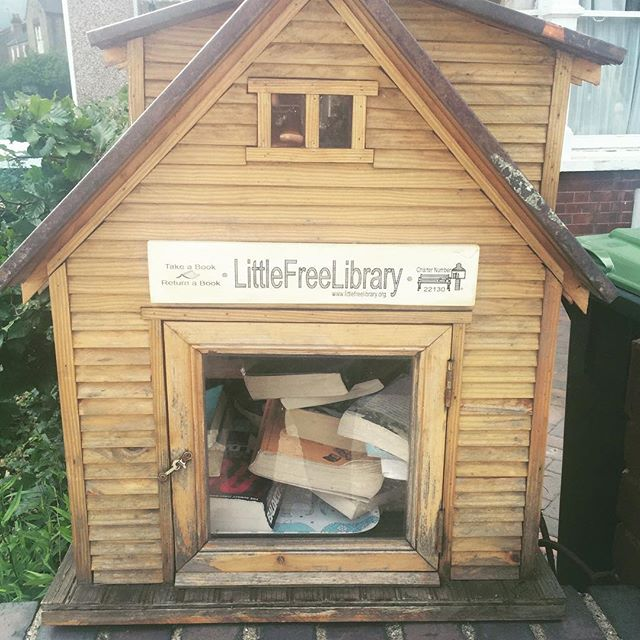 📖 #book #books #library #free #house #littlehouse #cute #street #london #littlefreelibrary