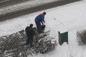 men-shoveling-snow-200-300