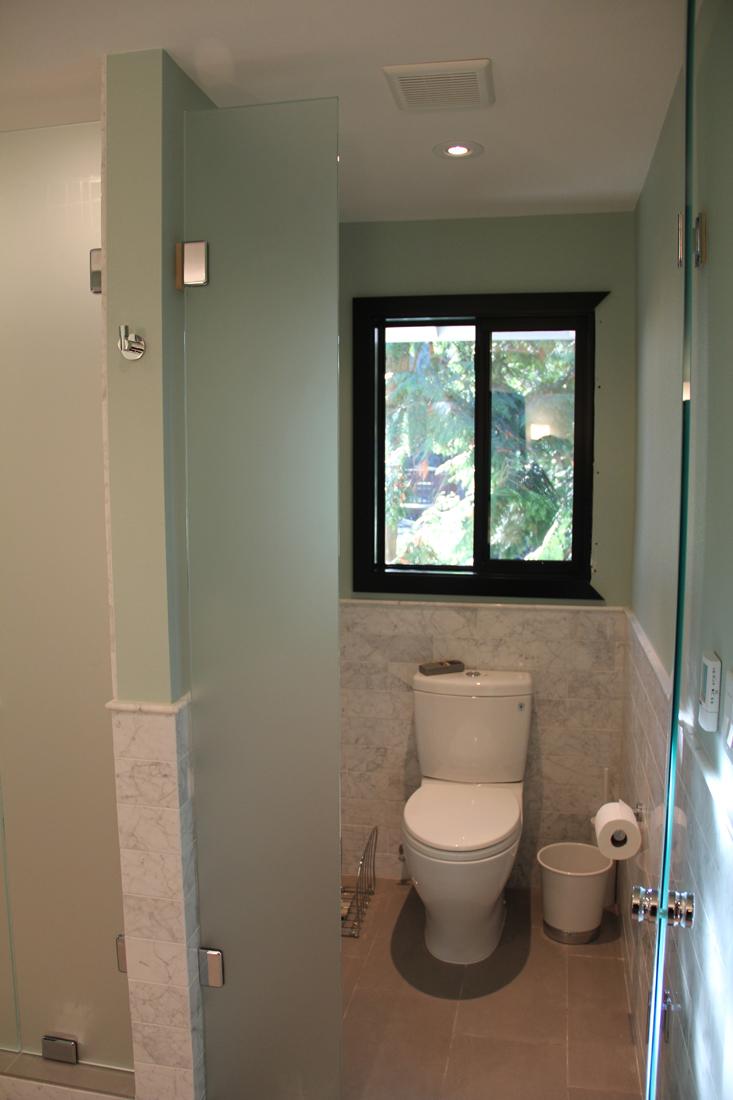 Mast Toilet 2.jpg
