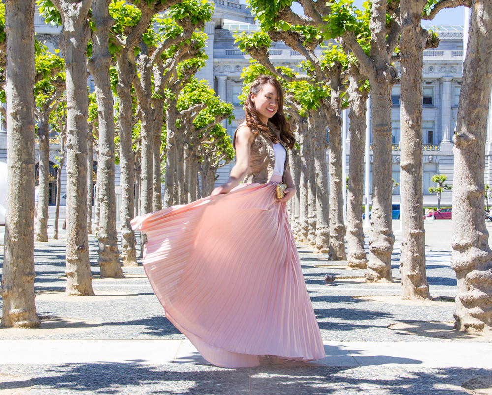 Flowy pink pleated maxi skirt | via The Chic Diary
