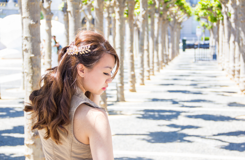 Grecian gold leaf headpiece | via The Chic Diary
