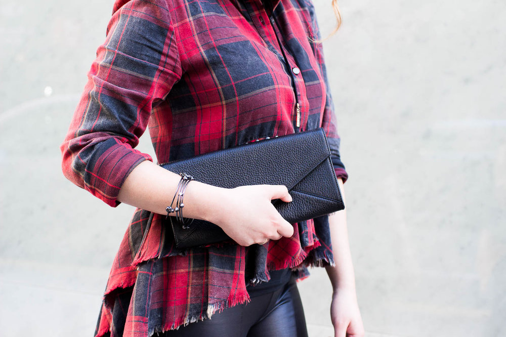 Cuyana Leather Envelope Clutch | The Chic Diary