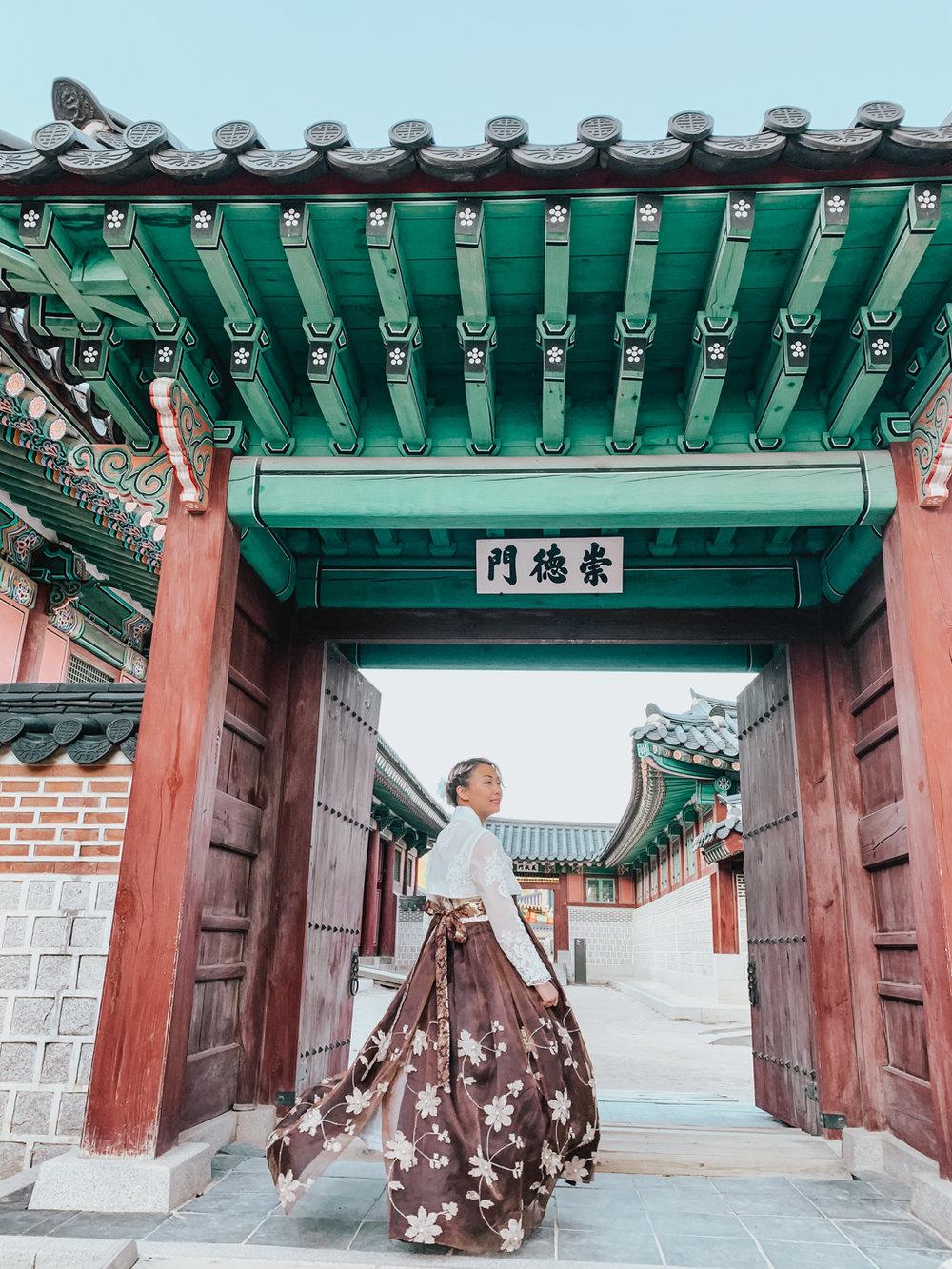 Wearing a Hanbok in Gyeongbokgung | Seoul, Korea Travel Guide | The Chic Diary