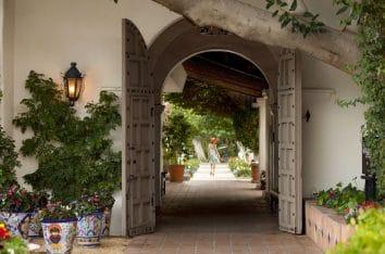 La-Quinta_Resort-Hallway-1080x796-354x234.jpg