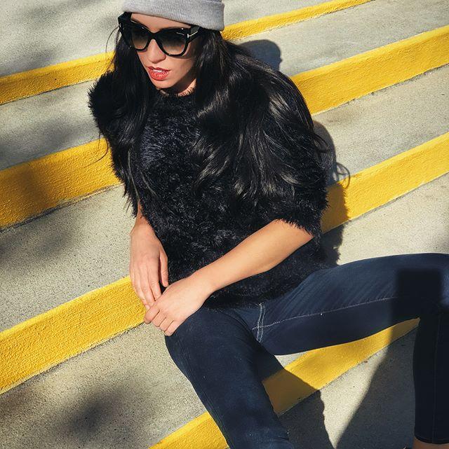 Fuzzy sweater, chapped lips & new #tomfordsunglasses 👄