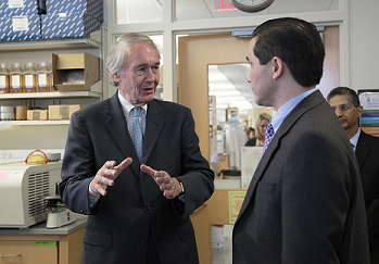 Senator Markey speaks with Dr. Dan Barouch about the research being done at the Center for Virology and Vaccine Research.