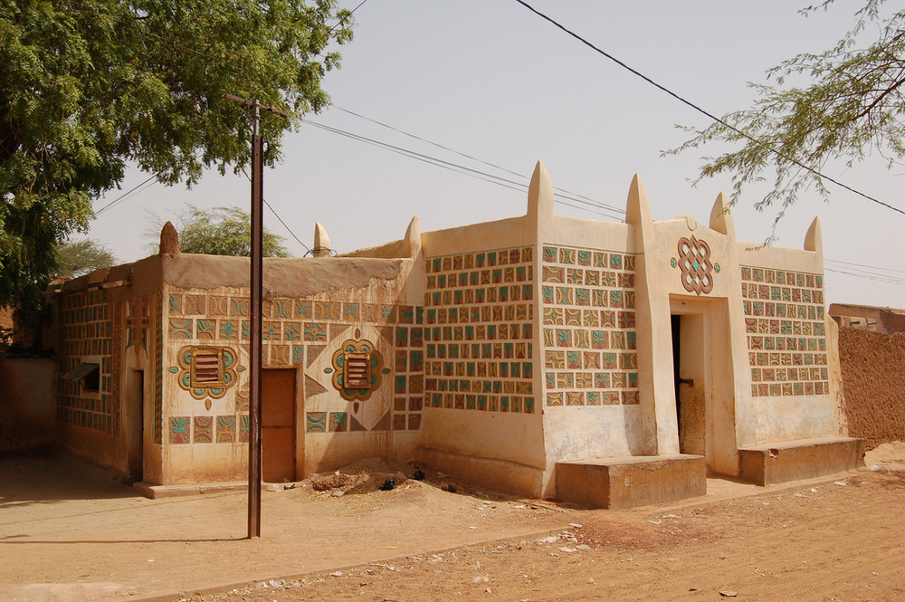 [Traditional Architecture in Zinder, Niger_Image Source: Roland via flickr]