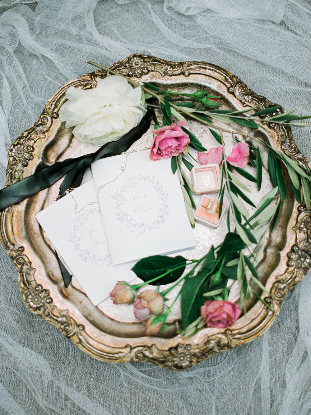 christinadavisphotography+romantic+greenhouse+jardindebuis+styledshoot15.jpg
