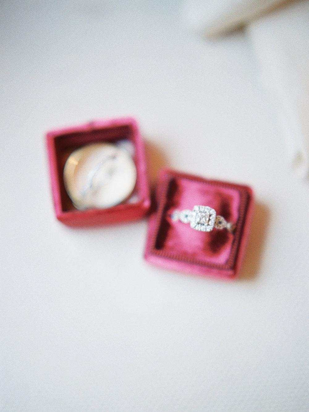 ashleybilly-wedding-brideprep-christinadavisphoto175.jpg