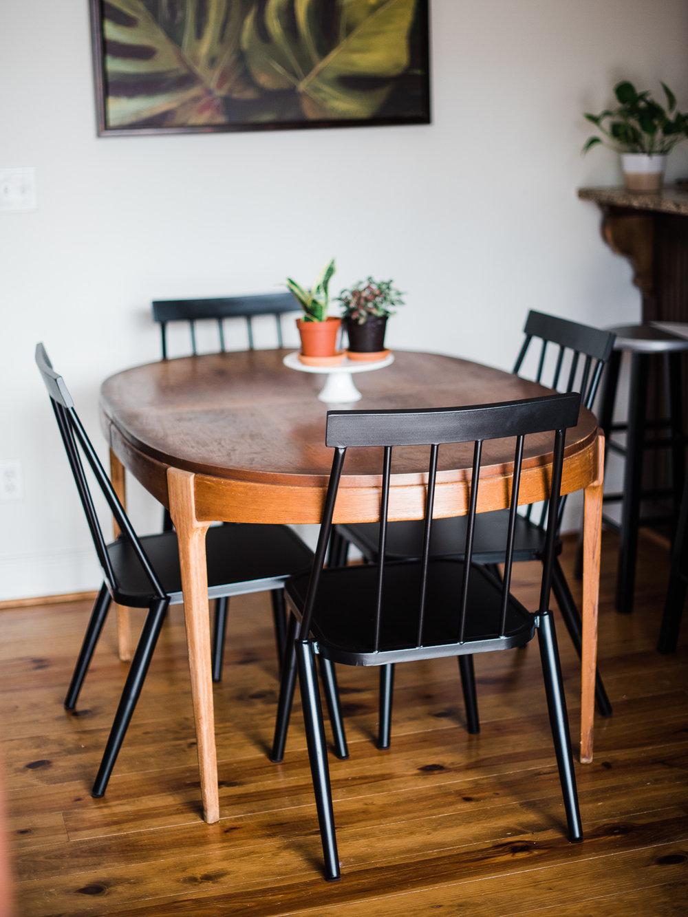 moderndiningroom-table.jpg