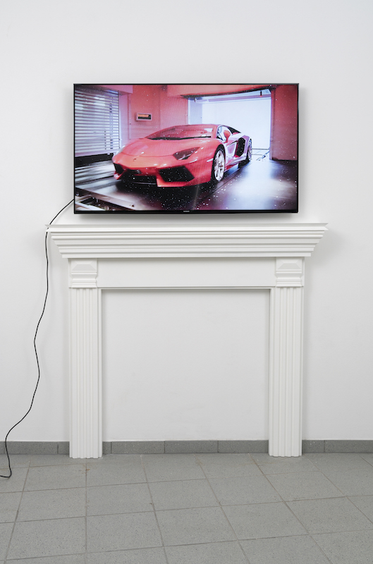 Untitled (Sky Garage), 2014, HD video, 2:45 min and Mantel III, 2017, Styrofoam, MDF, chalk paint, 130 x 150 x 20 cm