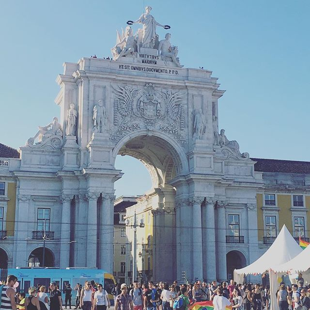 #CasaDoMercadoLisboa is just a short walk from the largest square in Lisbon #PracaDoComercio! Thanks for the photo #NoelleLynne (@betseylynnestyle) ___________________________________________________________ #ExploreLisbon #LoveLisbon #HistoricLisbon #Lisboa