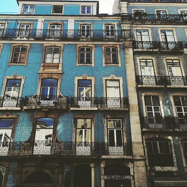 #Lisbon is full of beautiful #Architecture! Come stay with us at #CasaDoMercadoLisboa in #BarrioAlto and expierence this amazing city full of history and beauty! Beautiful photo @jerica.marie