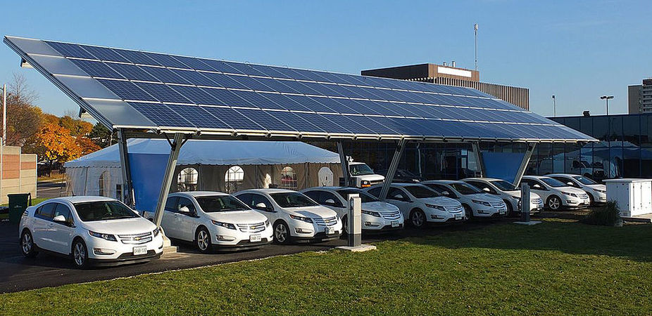 Both electric cars and renewable energy stand to gain significantly from cheaper storage.  Mariordo/Wikimedia ,  CC BY-SA