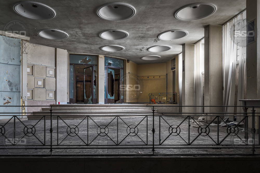 Urbex : The stage door / L'entrée des artistes