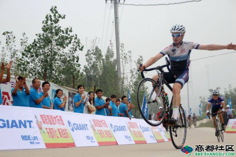 Hamming it up for the crowds in China, Smith does a wheelie while crossing the finish line on Sept. 4, 2014.