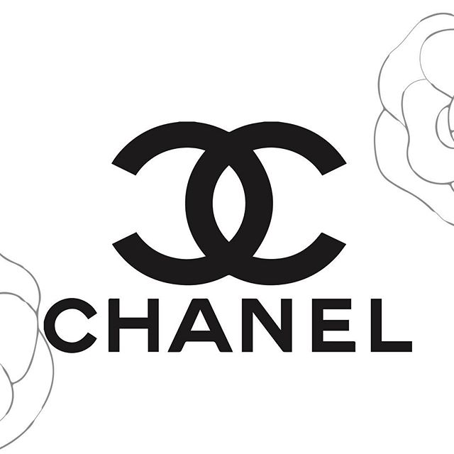 The Coco Chanel CC Logo has been designed by Coco Chanel in person in 1921 . . . .  #gabriellechanel #cocochanel #mademoiselle #perfume #chanelparis #krata #chanelparfum #perfumeimportado #chanelbeauty #cocochanel #yourself #qotd #classy #fashion #quote #france #beauty #instafashion