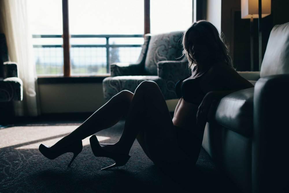 bend-oregon-silhouette-boudoir-heels.jpg