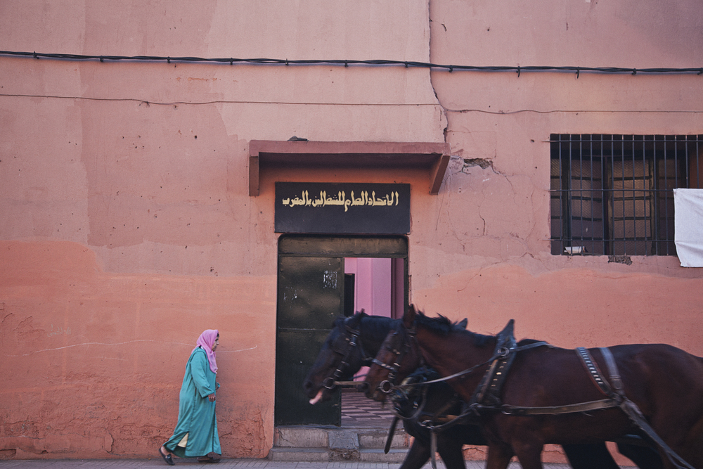 horse-carriage-passes-lady-in-marrakesh-travel-photographer.jpg