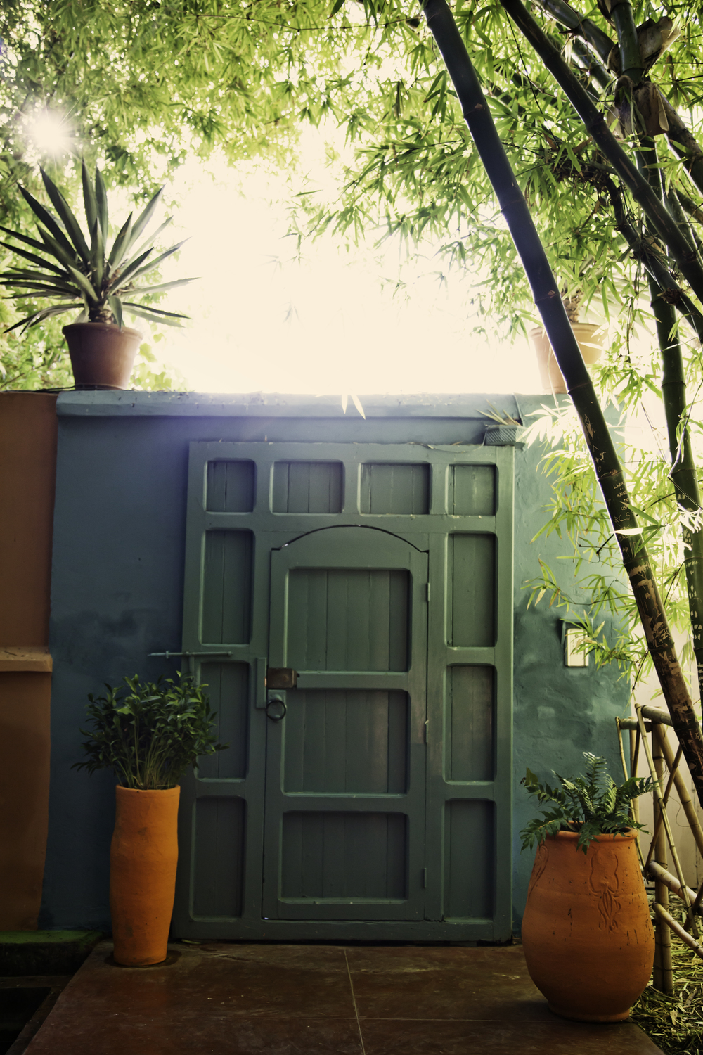 green-door-orange-vases-majorelle-gardens-travel-photographer.jpg