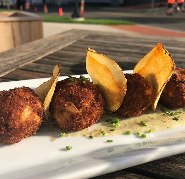 Loving this patio weather and our mini crab cakes with tartar sauce 🦀  #stamford #stamfordct #foodies #foodie  #foodgasm #harborpoint #harborpointstamford #harborpointresaurant #happyhour #craftbeer #craftcocktails #patiodining #foodporn #crabcakes #yum #yummy