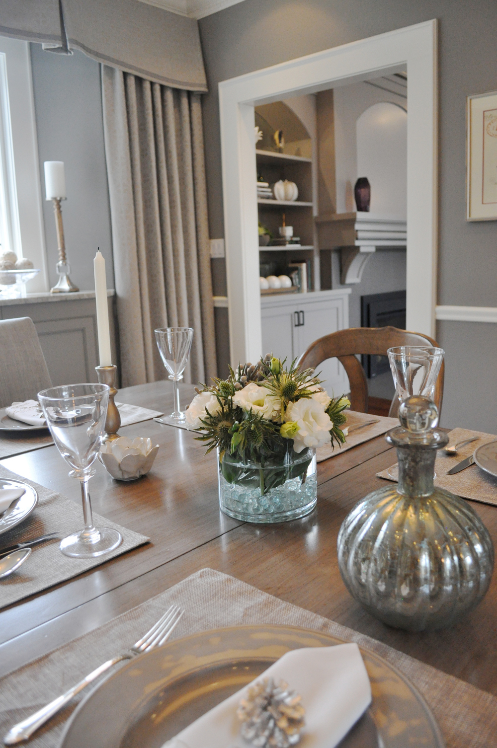 KAM DESIGN_Dining Room_Table Setting_Gray_Taupe_Teal_Timeless_Galviston Gray_Pollack Wool Grille Custom Drapery_Lorts Dining Table_2015_web.jpg