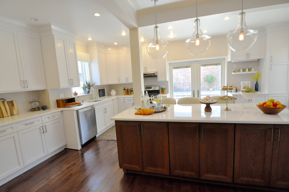 Kim Mitchell Production Designer_HGTV_Buying and Selling with The Property Brothers_Kitchen Remodel_Kitchen Island_White Kitchen Cabinets_Clear Glass Pendant Lighting_Mixed Cabinetry Finishes.jpg